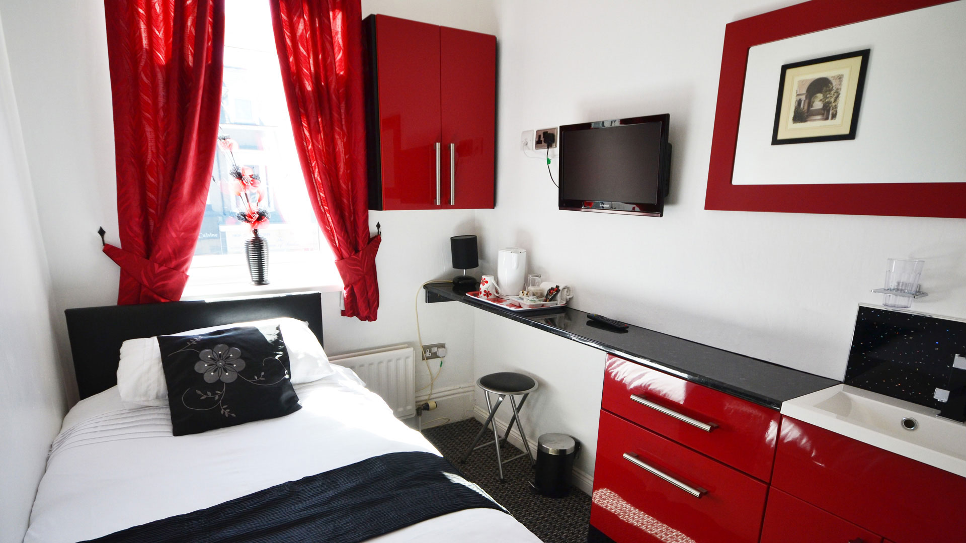 Single room on the first floor with own private shower, overlooking the free parking bays at the front of the Guest House.